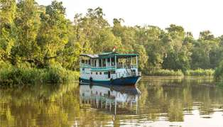Luxury Kalimantan houseboat, Indonesia