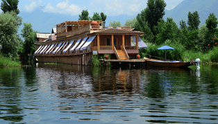 Sukoon Houseboat, Himalaya